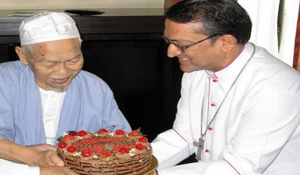 Tok-Guru-meets-Bishop-Sebastian-Francis