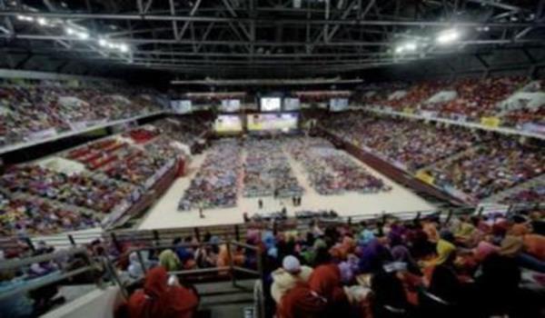 Najib menyampaikan ucapan pada Majlis Perhimpunan Perdana Ulama-Umara dan Asnaf di Stadium Putra Bukit Jalil