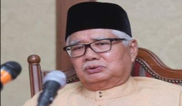 Pengerusi Jawatankuasa Pemilihan Umno Selangor - Tan Sri Abu Hassan Omar.