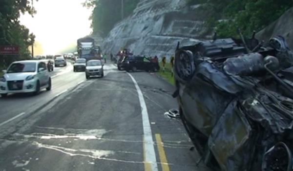 Kereta Rentung, 4 Cedera Di Jalan Kuala Pilah - Seremban