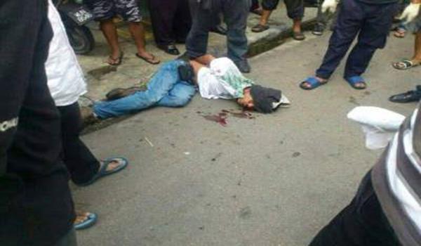 Suspek berjaya ditahan oleh orang ramai selepas menikam 4 orang awam.