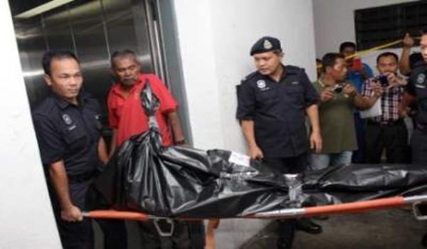 Anggota polis mengusung mayat salah seorang daripada empat lelaki asing yang dipercayai anggota 'Geng Ah Fatt' yang ditembak mati selepas menyamun rumah milik orang kenamaan di Bukit Antarabangsa, Hulu Kelang awal pagi Jumaat. Polis melakukan sebuan di rumah pangsa Program Perumahan Rakyat (PPR) Jalan Ampang Putra pada 12.20 tengah hari selepas menerima maklumat orang awam