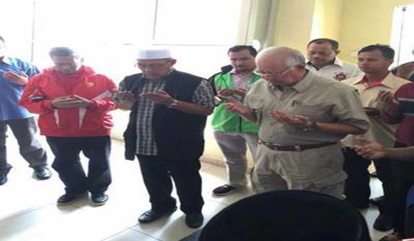 Ketibaan Najib di Kelantan untuk meninjau keadaan banjir