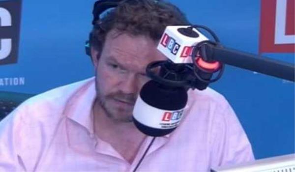 James O'Brien ketika bertugas mengendalikan segmen isu semasa di stesen radio LBC
