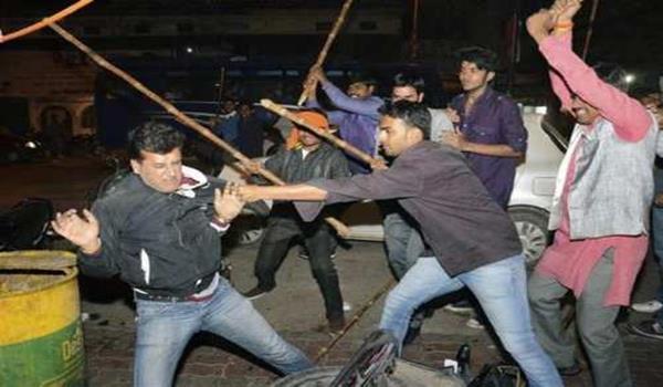 Gambar pergaduhan kongsi gelap di India
