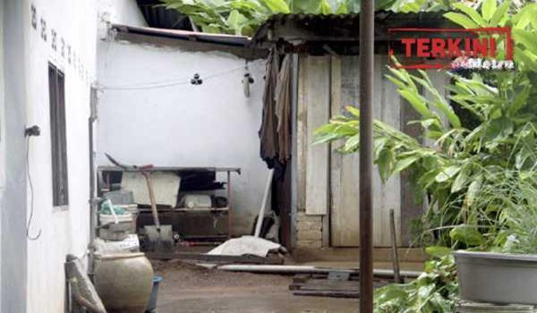 KUBANG PASU 08 July 2015. (ASM900J/ASB224K) Kawasan belakang rumah tempat kejadian bayi yang dikerat enam di Kampung Manggol, Mukim Malau, Jitra. STR/Danial Noordin