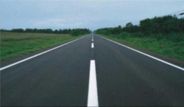 jalan mwnggunakan bitumen getah